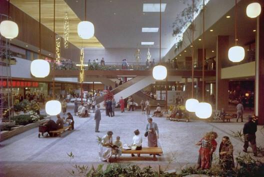 Southdale Center Circa, retratado por Grey Villet (Minnesota, Estados Unidos), 1956. Image vía Shorpy