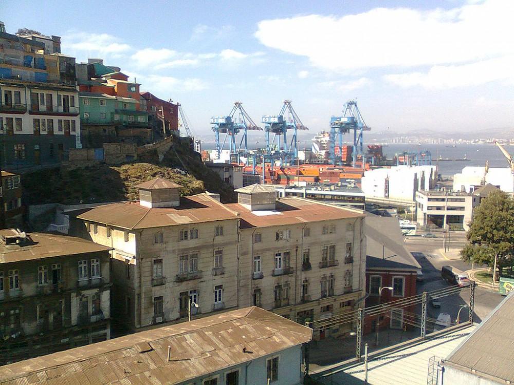 1024px-Cerro_Artillería,_Valparaíso,_Chile.