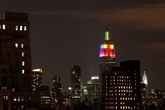 The Empire State, Nueva York, para el Desfile del Orgullo, 2011. © ccho, vía Flickr.