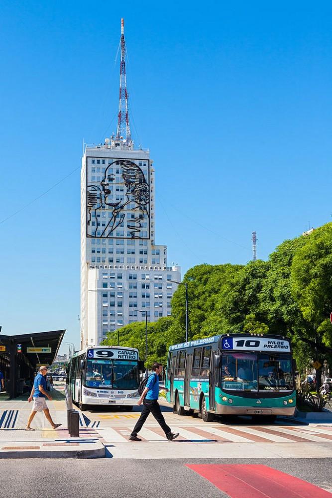 Avenida 9 de julio, Buenos Aires, Argentina. © Viaggiatore Fantasma, vía Flickr.