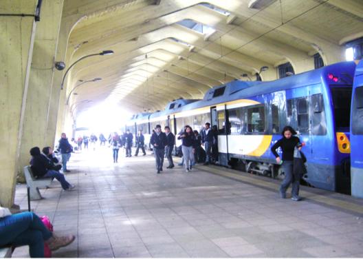 """© Hernán Riquelme Brevis, llegada del """"tren de los estudiantes"""", Temuco"""