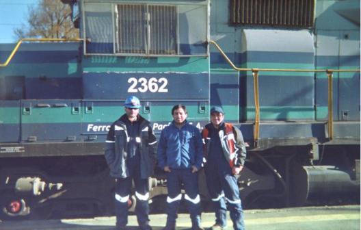 © Hernán Riquelme Brevis, Estación de Victoria. Fotografía realizada por Rodrigo (movilizador FESUBA) en el marco de un ejercicio fotoetnográfico. Rodrigo (al centro) junto a sus compañeros de trabajo.
