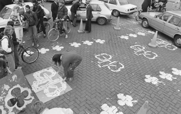 Iniciativas sociales promoviendo la creación de ciclovías. Ámsterdam 1975