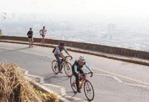 ciclistas cerro san cristobal parque metropolitano