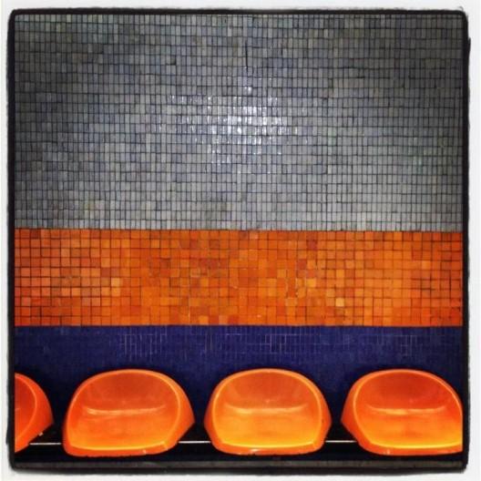 Mosaicos de la estación de metro Pedro de Valdivia. Cortesía @santiagoadicto.