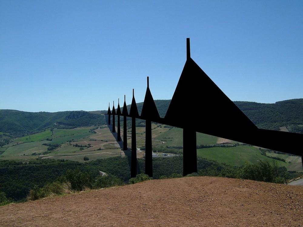 Viaducto de Millau en el sur de Francia. Image Cortesia de Clem Rutter, Rochester Kent + SPQRobin [Wikipedia user CC]