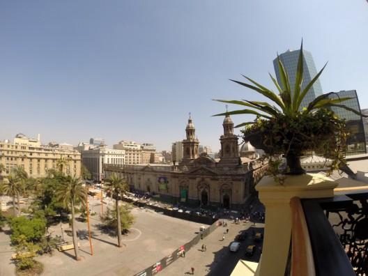 Vista a la catedral de Santiago desde la Torre Benjamín Vicuña Mackenna del Museo Histórico Nacional. © Plataforma Urbana.