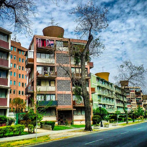 Edificios en calle Carlos Antunez Providencia Cortesia WalkingStgo