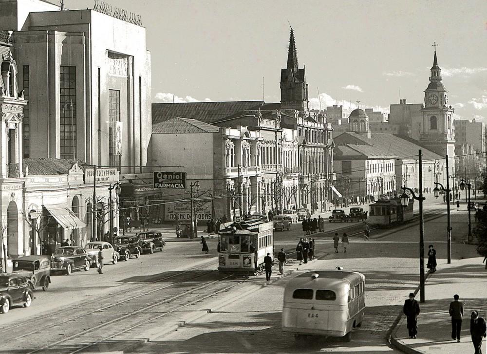Alameda en 1940. Autor: Enrique Mora. Archivo Cenfoto UDP. Cortesía @enterrenochile
