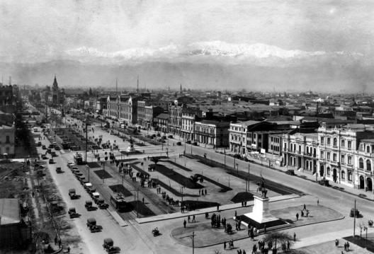 Alameda de las Delicias en 1928. Autor: Robert Gerstmann. Archivo Cenfoto UDP.