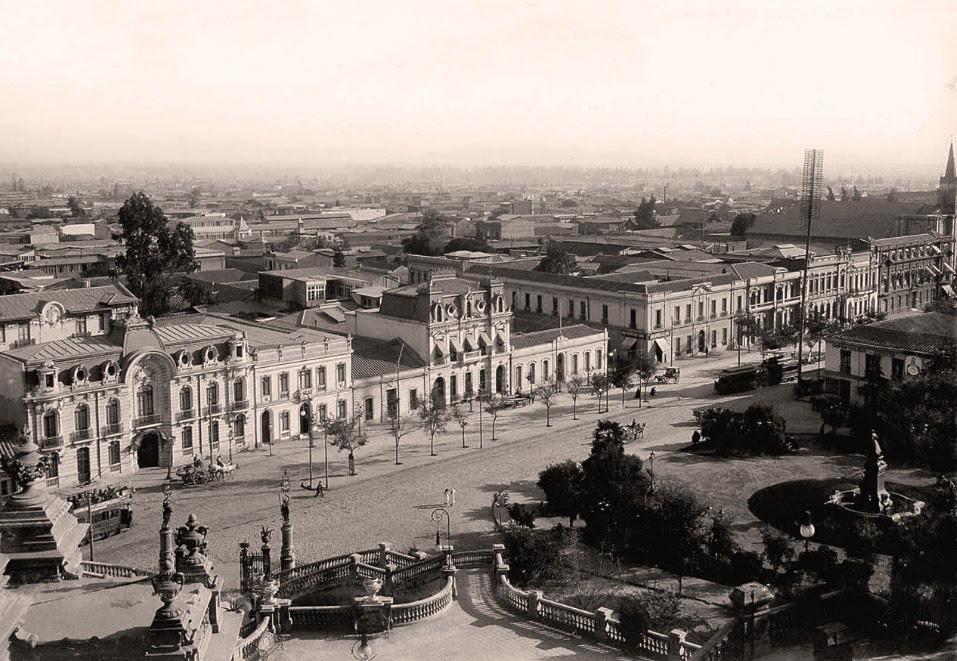 Santiago desde el cerro Santa Lucía en 1910. autor: Odber Heffer. Archivo Cenfoto.