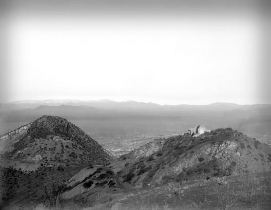 Observatorio Manuel Foster 1903 - Vista general al Cerro San Cristóbal con Observatorio. Archivo Parque Metropolitano. Cortesia Santiago Cerros Isla.