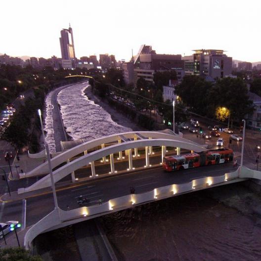 Puente del Arzobispo sobre el rio Mapocho Cortesia Fotos Aereas
