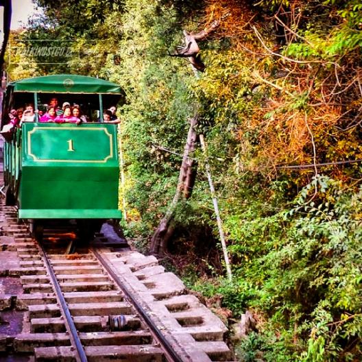 Funicular del cerro San Cristobal en el Parque Metropolitano de Santiago Cortesia WalkingStgo