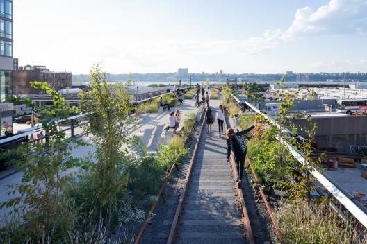 Tercera sección del High Line de New York. Imagen © Iwan Baan, 2014