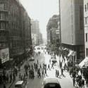 Calle Estado hacia la Plaza de Armas en 1969. Fuente: Alberto Sironvalle (alb0black en Twitter).