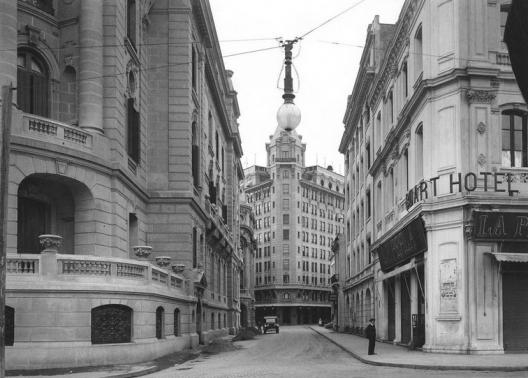 Calle Nueva York desde la Alameda en 1925. Fuente: Alberto Sironvalle en Twitter.