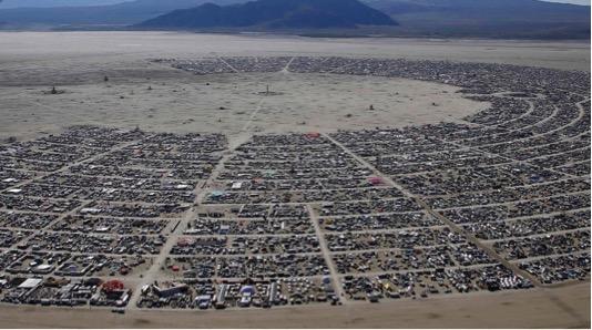 Im1. Vista aérea del festival Burning Man en 2014. Fotografía de Jim Urquart / Fuente: http://www.boston.com/bigpicture/2014/09/burning_man_2014.html