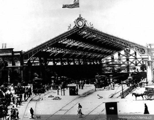 Estación Central de Santiago construida en 1897. Fuente: Colección Biblioteca Nacional de Chile, vía Memoria Chilena.
