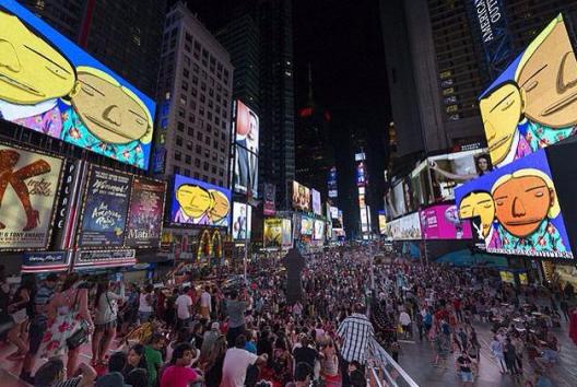 """Conexión Paralela"" de Os Gemeos en Times Square, Nueva York. Foto por @clarissalyra, vía Twitter."