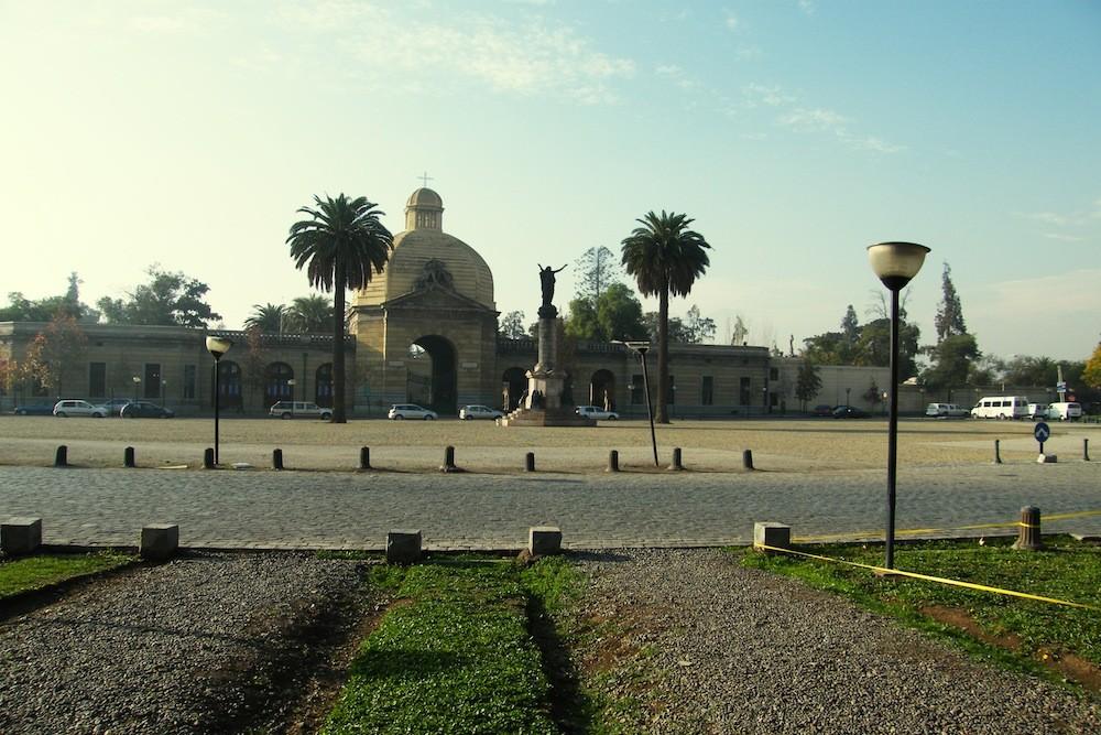 Plaza La Paz, Frontis Cementerio General. © Plataforma Urbana