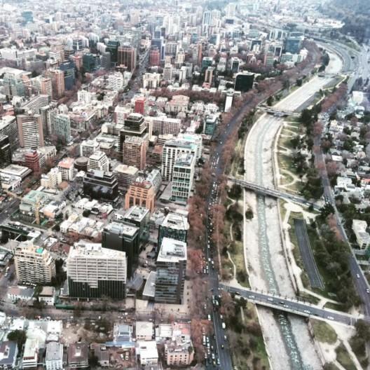 Río Mapocho y parte del Parque Metropolitano de Santiago desde Sky Costanera.