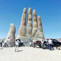 escultura la mano del desierto mario irarrazabal