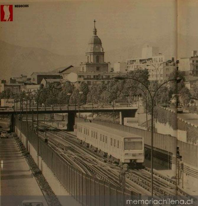 Línea 2 del Metro de Santiago. Fuente: Colección Biblioteca Nacional vía Memoria Chilena.