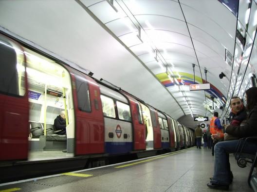 Metro de Londres, Reino Unido. © J-Cornelius, vía Flickr.