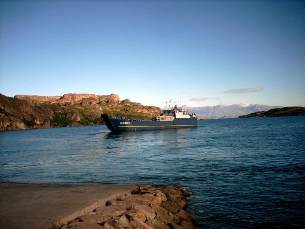 Barcaza en Chile Chico. © ESTEMAKABRO, vía Flickr. Imagen de referencia.