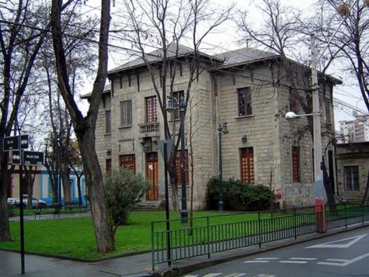 Teatro Huemul en el Barrio Huemul de Santiago. Fuente imagen: Barrio Huemul en Blogspot.