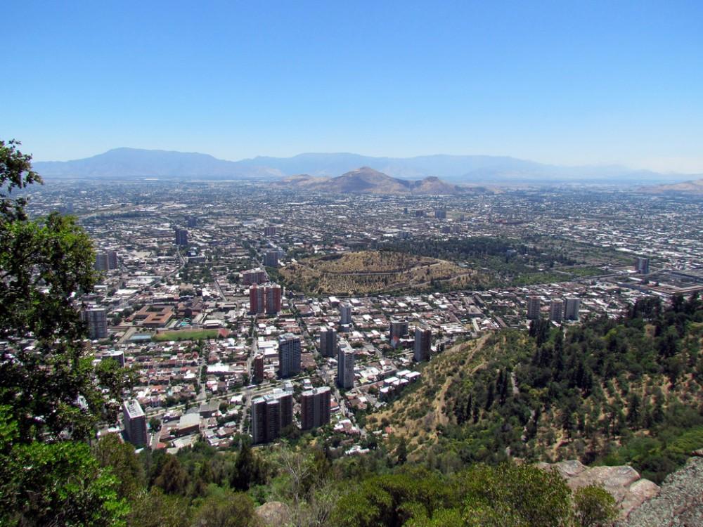 Cerros Blanco y Renca desde el cerro San Cristóbal. © David Berkowitz, vía Flickr.