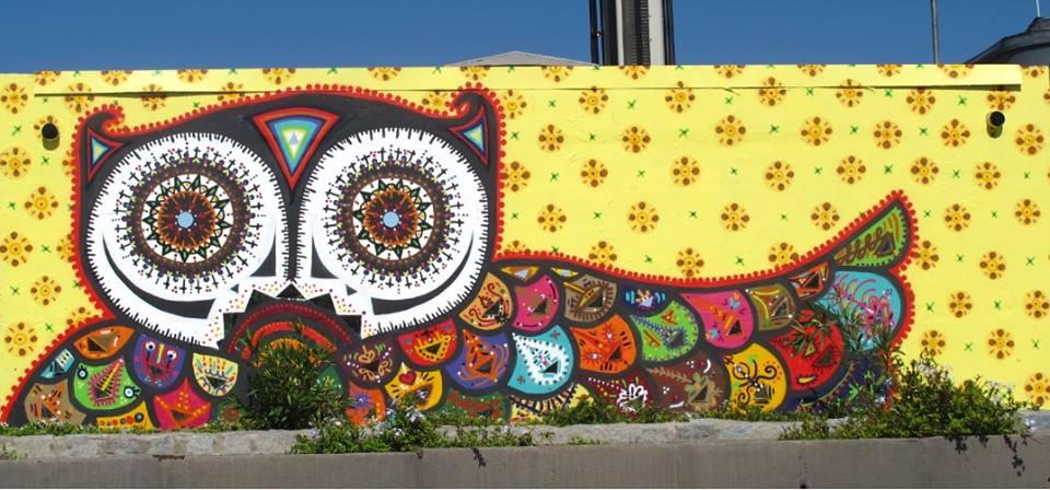 Mural bubobubo en la autopista central santiago cortesia for Papeles murales en santiago de chile