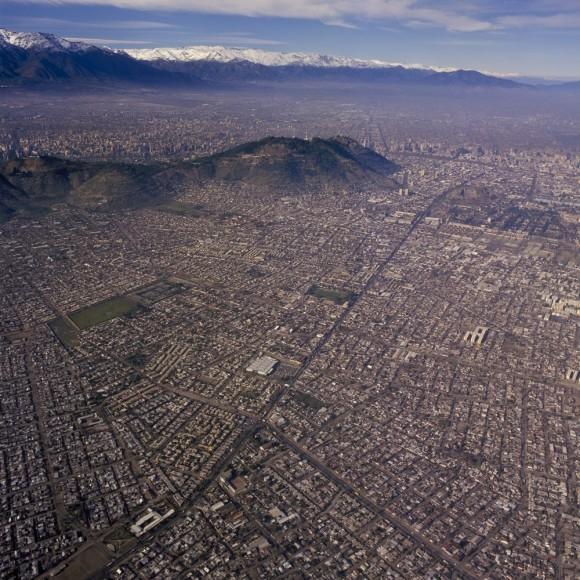 Cerro San Cristóbal y Comuna Recoleta. Fuente: Fotógrafo Guy Wenborne