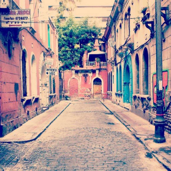 Calle Huérfanos antes de Manuel Rodriguez, Santiago centro. Cortesía La Ciudad al Instante
