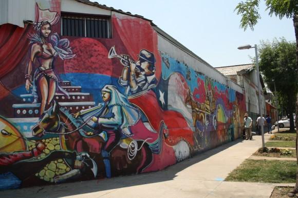"""""""Folklore y Celebraciones"""". Intersección de calle Santiago Concha con Biobío. ©Plataforma Urbana"""