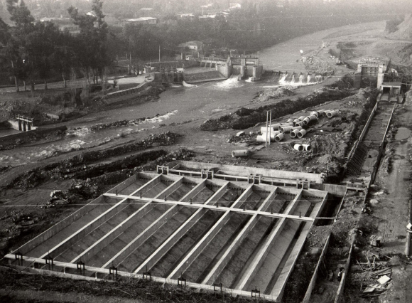 /srv/www/purb/releases/20151211193124/code/wp content/uploads/2015/12/instalacion agua potable region metropolitana 1973 foto minvu aniversario 50 anos