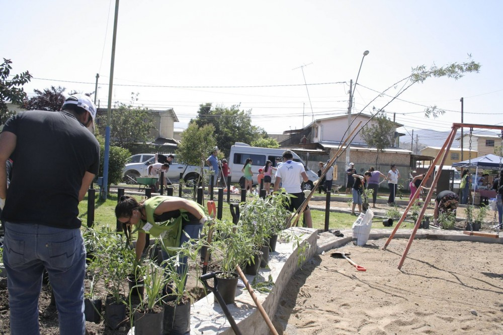 Jornada de Fundacion Mi Parque en Plaza el Renacimiento, Colina. (Vía Facebook)