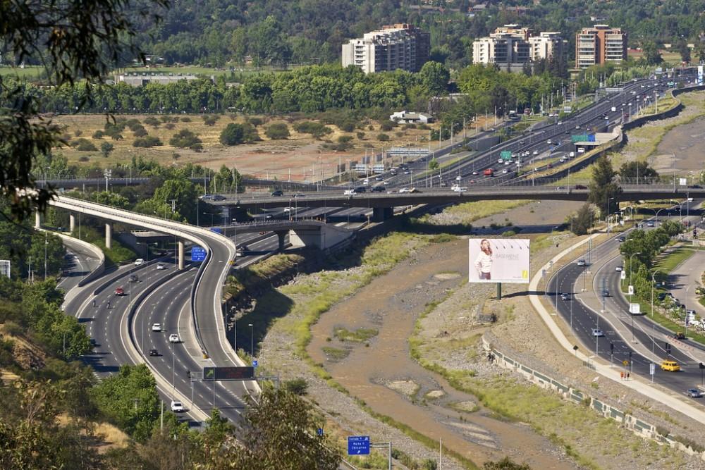 Autopista Costanera Norte, Santiago. ©alobos Life, vía Flickr.