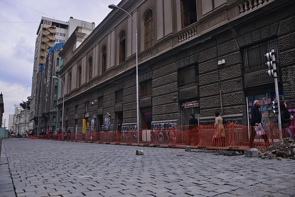 Calle Compañía, centro de Santiago. Fotografía tomada por Mara Daruich, vía Municipalidad de Santiago en Flickr.