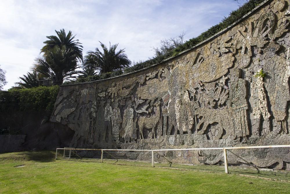 Mural de María Martner en el Balneario Tupahue, Parque Metropolitano de Santiago. © Plataforma Urbana