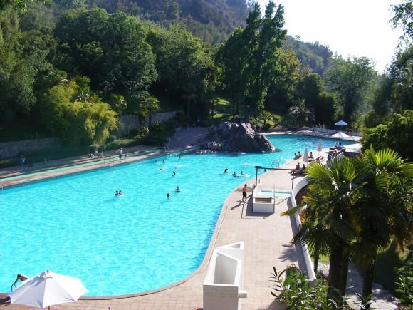 Balneario Tupahue, Parque Metropolitano de Santiago. © Alejo dice, vía Wikimedia Commons.