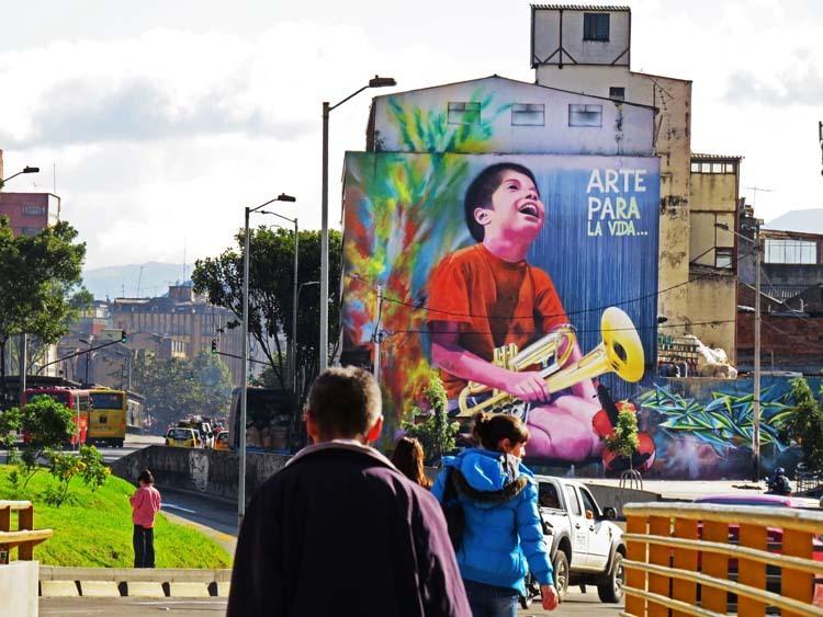 10.-Arte-Para-La-Vida-primer-mural-_idartes-2015-Calle-24-con-Avenida-Caracas