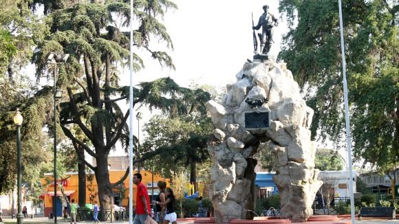 Monumento al Roto Chileno en Plaza Yungay, Barrio Yungay, Santiago. © Plataforma Urbana