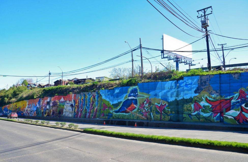 Nuevo mural colectivo de avenida salvador allende puerto for Mural metro u de chile