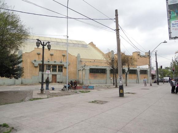 Piscina Escolar de la Universidad de Chile (Fotografía tomada en octubre de 2015). © WikiGestion, vía Wikimedia Commons
