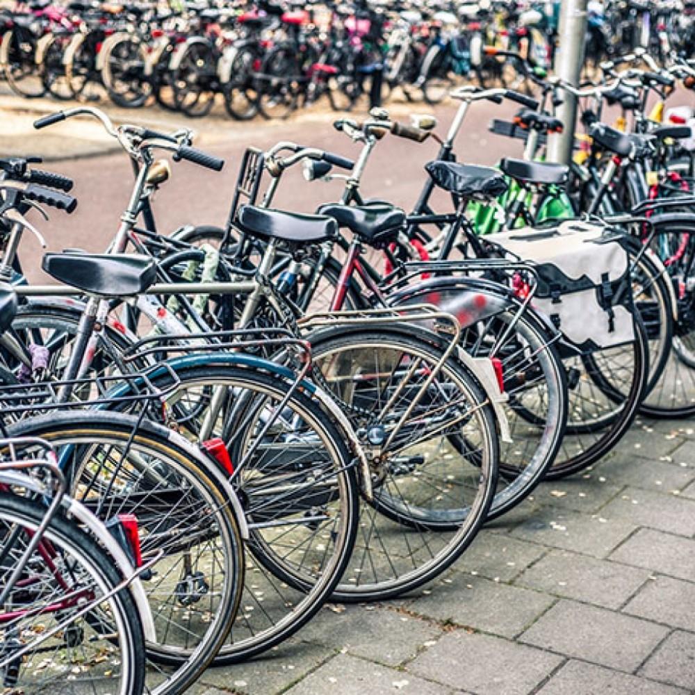 estacionamiento de bicics