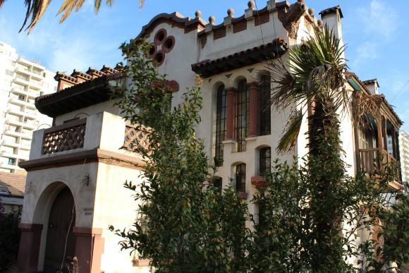 Casona ubicada en Álvarez de Toledo Nº 980, San Miguel, Santiago. © César A. Lara; cortesia Patrimonio Santiago Sur.