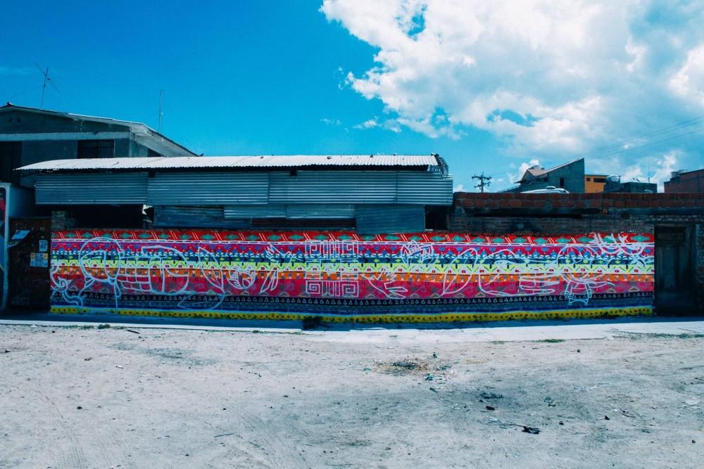 Mural de Charquipunk, Julieta, Tikay, Aner, Camilo, LRM, Ice, Clave, Oz, Marsh en Cochabamba, Bolivia