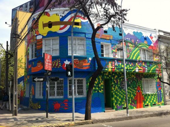 Mural Chile Pinta, en Calle Loreto con Avenida Santa María. Payo.